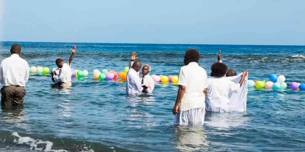 35 New and Breakaway Members Baptized in Vanuatu|