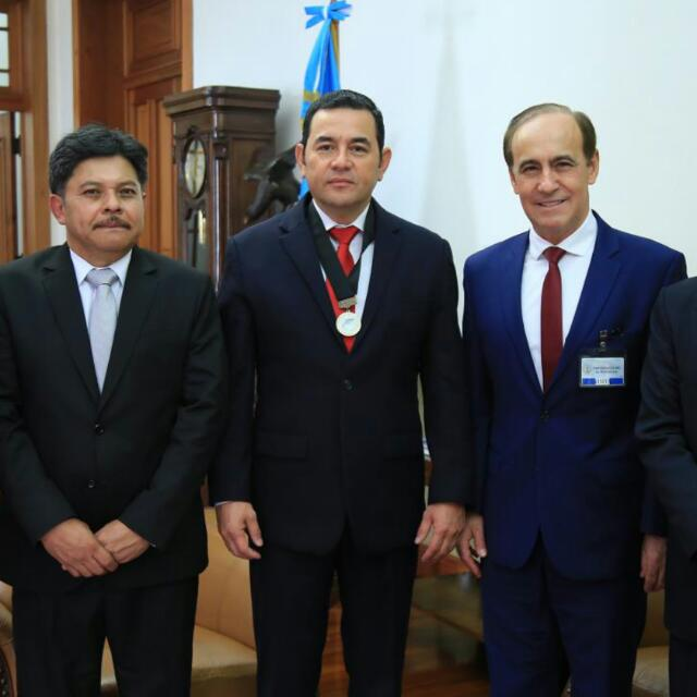 Escrito Está Speaker/Director Meets Guatemalan President, Prays with Him