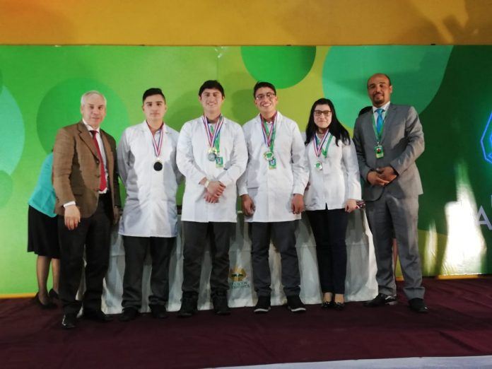 Alumnos del Colegio Adventista de Calama