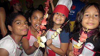 Children learn about healthy eating benefits during holidaycc
