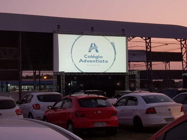 Colégio realiza Drive-In para celebrar Dia dos Pais em Florianópolis