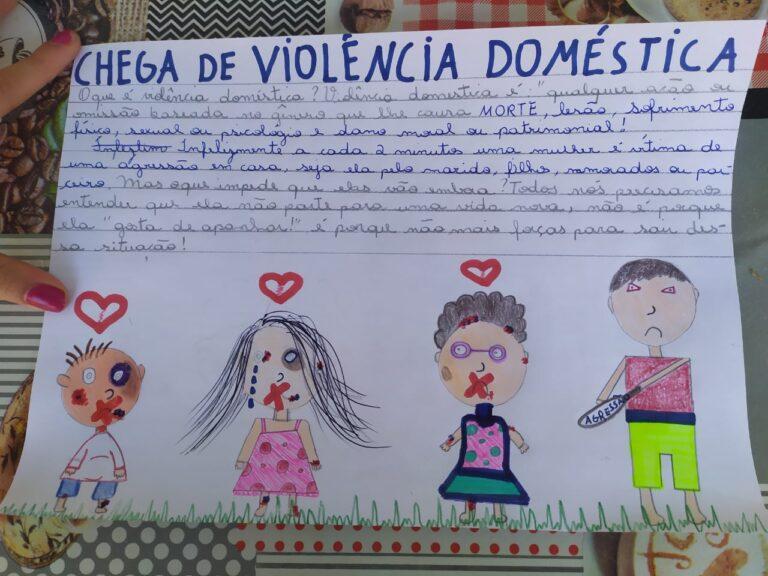 Alunos escrevem cartas para combater a violência contra a mulher