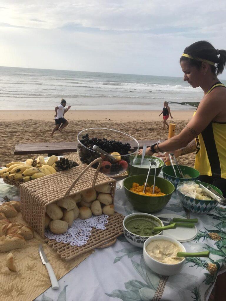Impacto Esperança inspira café da manhã para esportistas em praia da Bahia