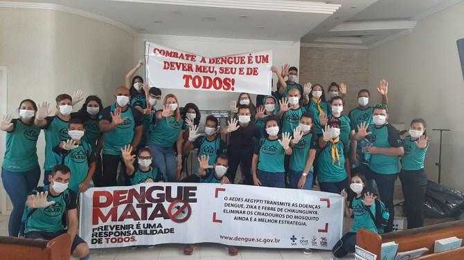 Calebes recolherem 25 sacos grandes de lixo com itens que causam a proliferação do mosquito da dengue